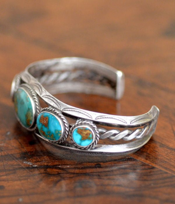 Carinated Blue Gem Bracelet